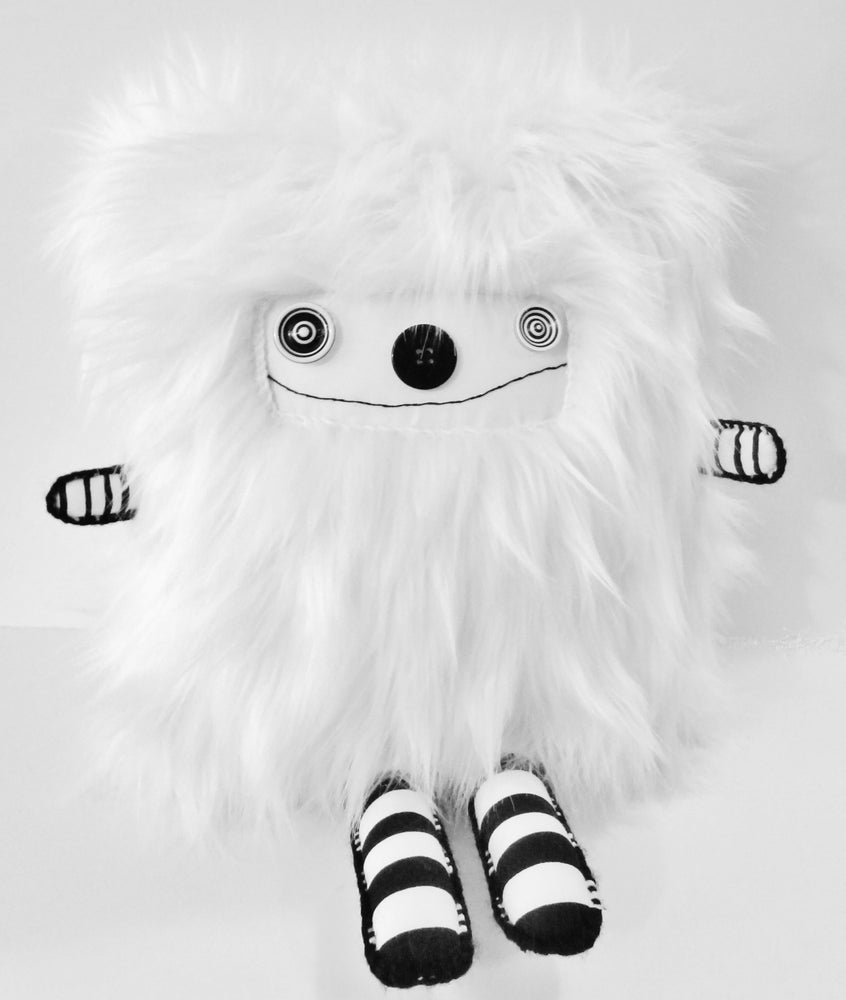 Image of pOlkadOttydOLL - PLUSh ARt dOLL - WHitE