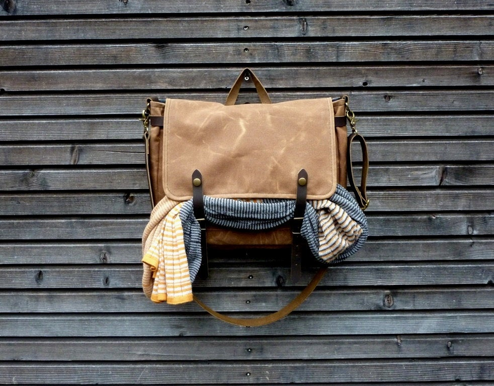 Image of Messenger bag in waxed canvas / Musette with adjustable shoulderstrap UNISEX