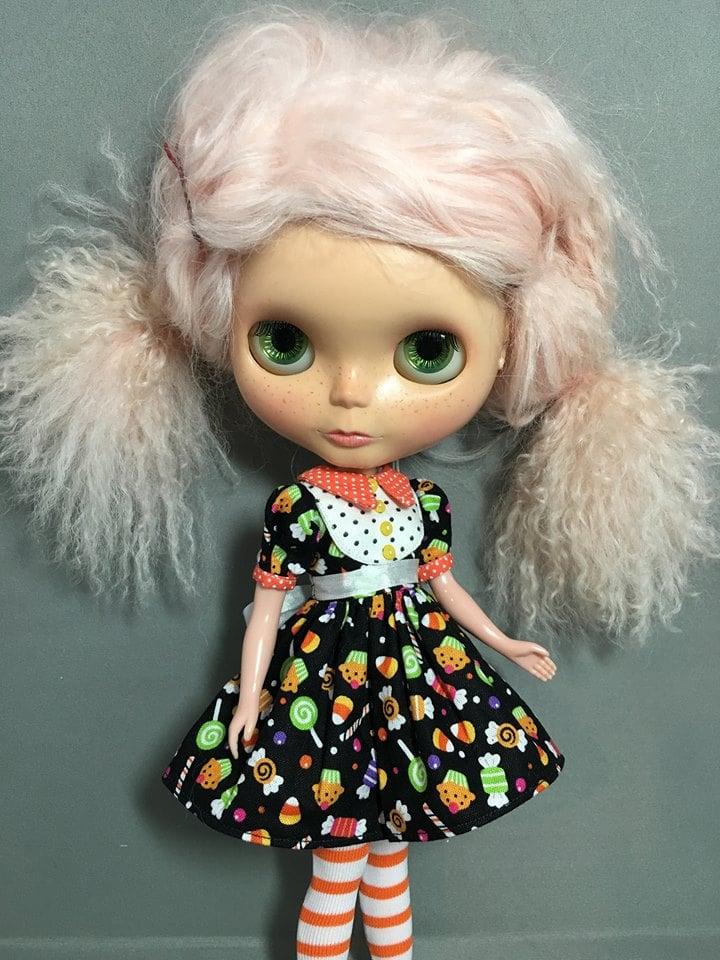 Blythe Fashion by Devout Dolls : A Date w/ Blythe Auction