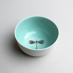 Image of roundie bowl with dragonfly, aqua