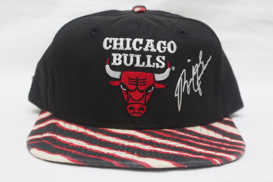 "Image of Rare 90's Vintage Special Edition CHiCAGO BuLLS ""MICHEAL JORDAN"" Autographed Original Snapback"