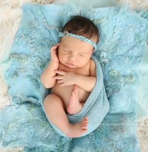 Image of Nest of Curls Blanket - BABY BLUE