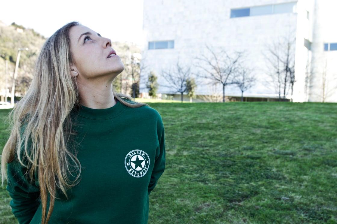 Image of Sudadera unisex cuello recto Verde Kobetas