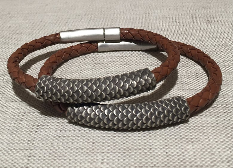 "Image of Animal Texture Bracelet ""scales"" pattern"