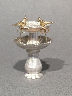 Image of 18K Gold Earrings on Bird Bath