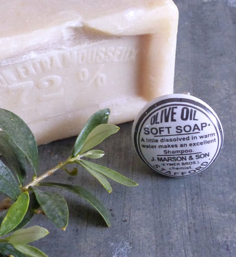 """Image of Poignées de meuble """"olive"""" en porcelaine blanche émaillée"""