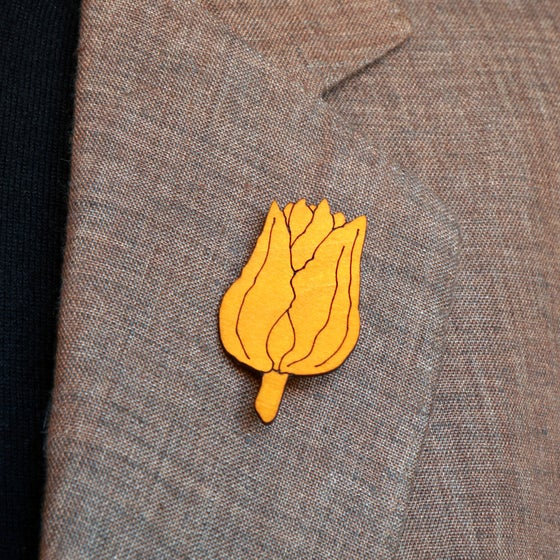 Image of lasered wooden brooch TULIPA