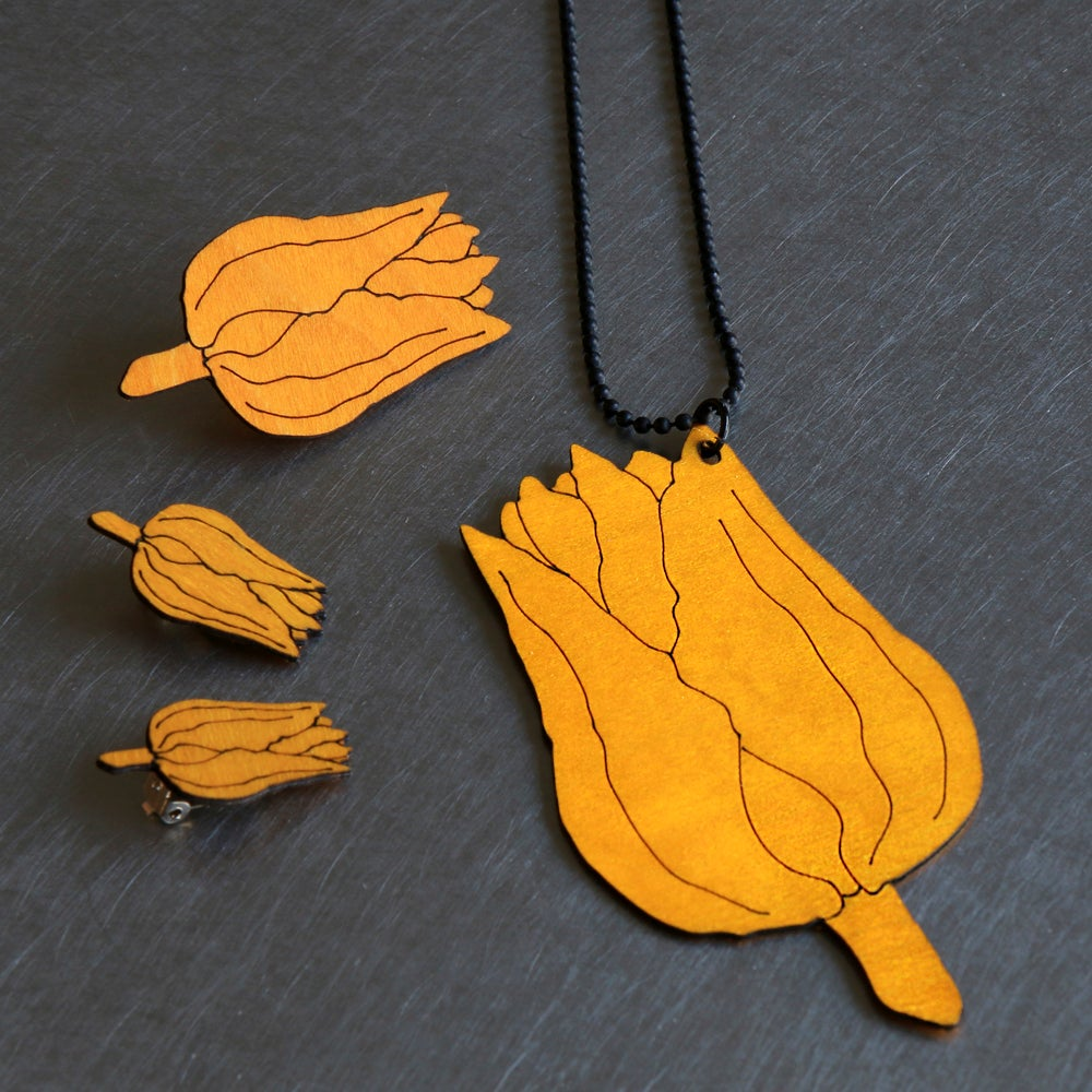 Image of lasered wooden pendant TULIPA