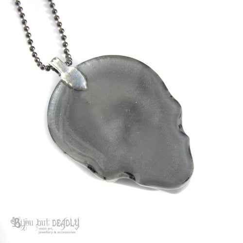 Image of Grey/Silver Zebra Stripe Resin Skull Necklace