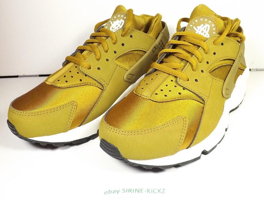 Image of Nike Womens Air Huarache Run Bronze Gold 634835 700