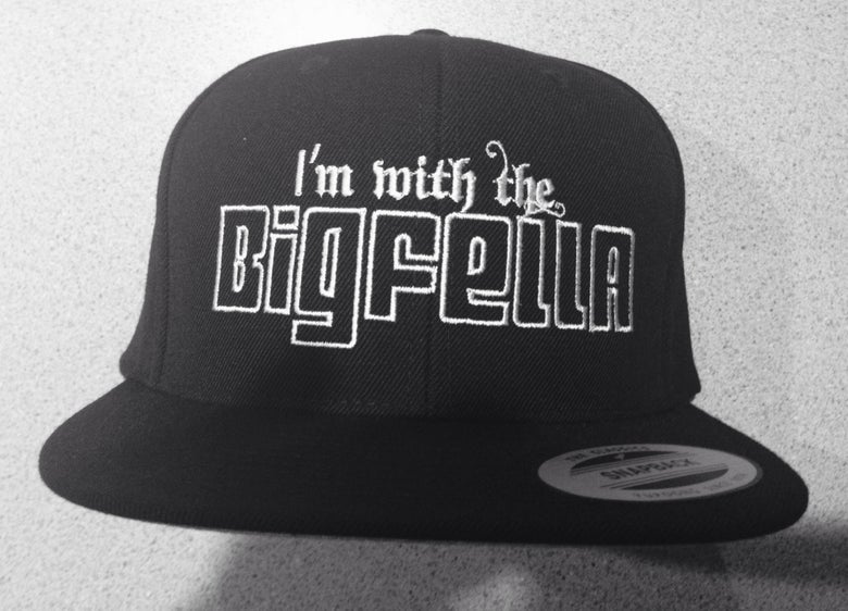 Image of SNAP BACK CAP-I'M WITH THE BIGFELLA