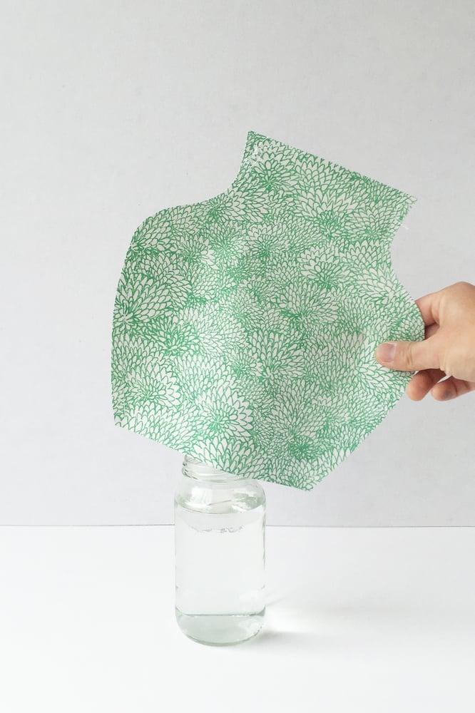 Image of Popup Vase - Chrysanthemum