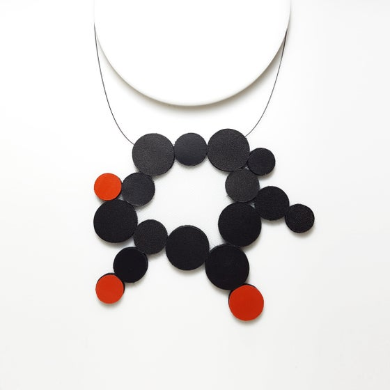 Image of Fomu M Leather Necklace (black/red)