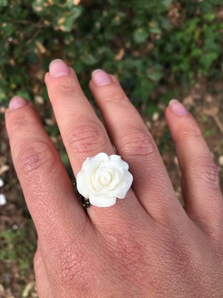 Image of Bague fleur en résine