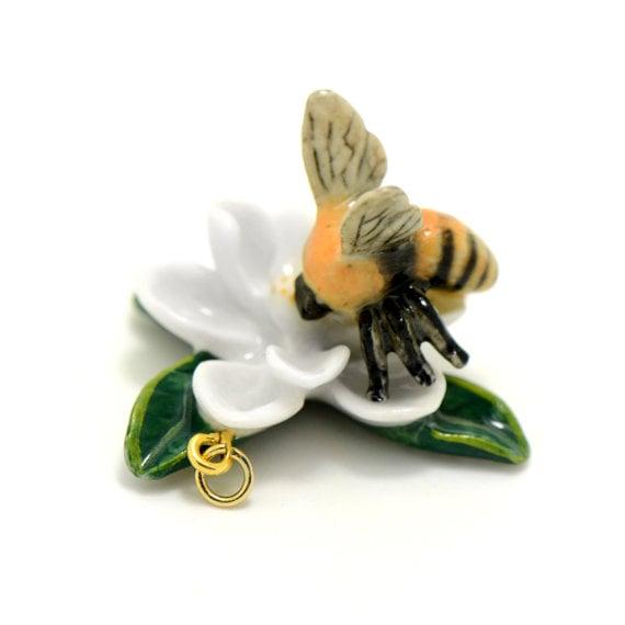Image of Colgante 'abeja y flor'