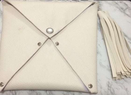 Image of Thea Clutch