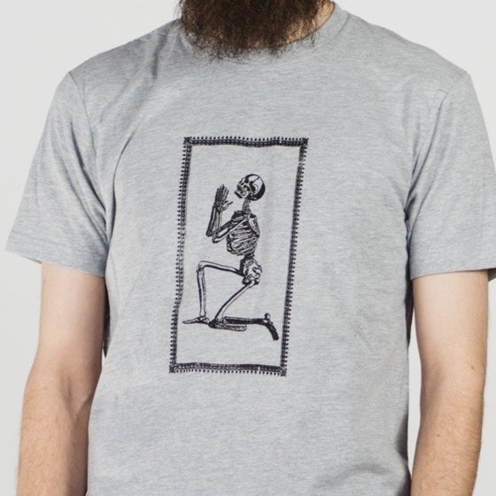 Image of PRAYING SKELETON TEE