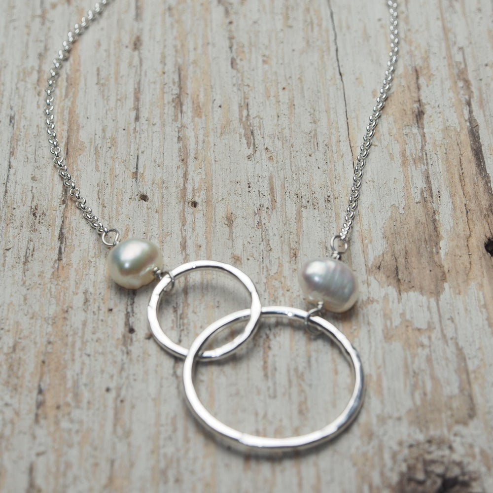 mother daughter intertwined circles necklace
