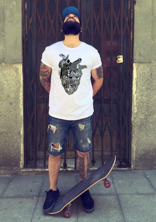 Image of Camiseta blanca CUELLO CERRADO CORAZON