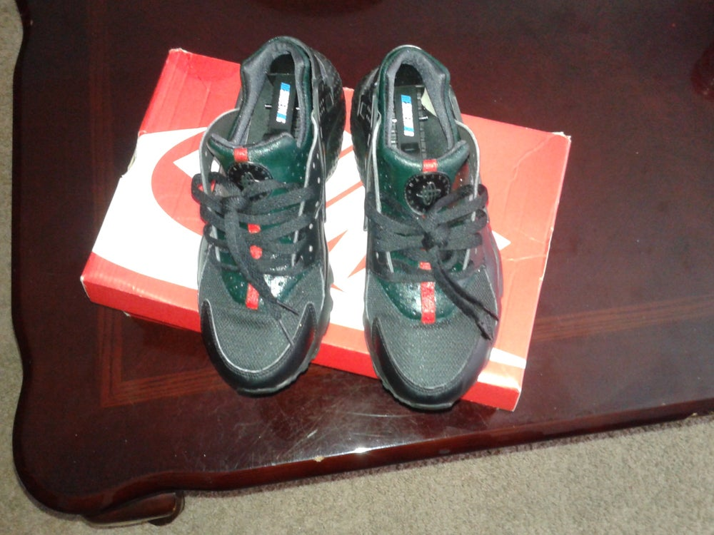 quality design 154f2 0dbc5 Black Gucci Huaraches
