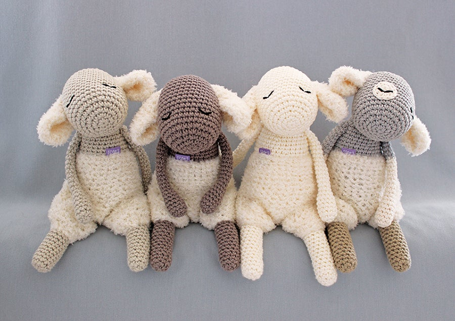 "Image of Softie ""Mary's Little Lamb with jumper"" / Kuscheltier ""Unschuldslamm mit Fussel-Po"""