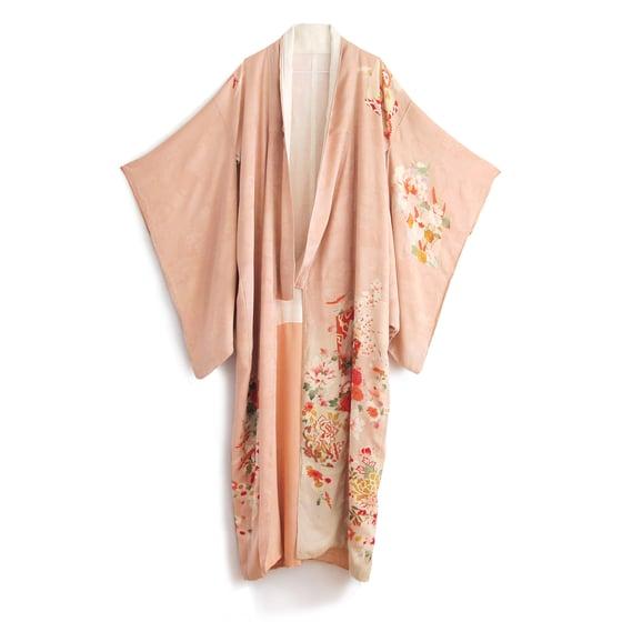 Image of Rosa silke kimono med blomster-kant