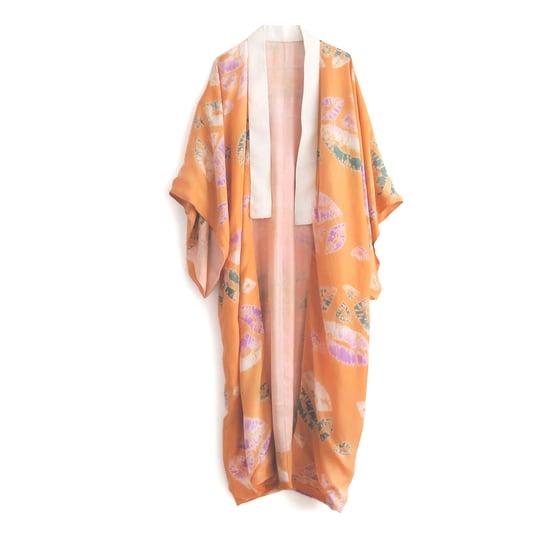 Image of Orange silke kimono med shibori mønstre