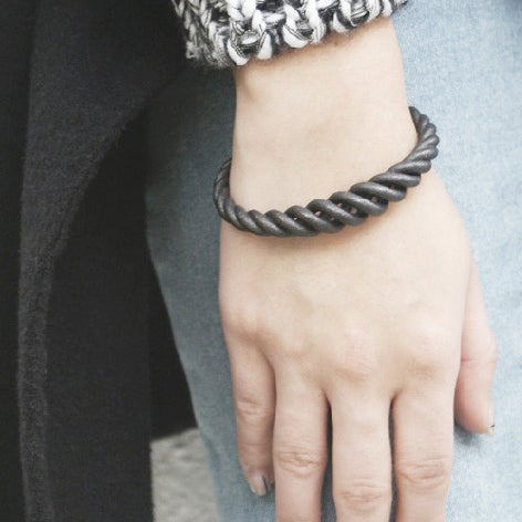 Image of ZOEE x ITUM silver wire bangle