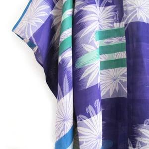 Image of Blå og grøn kimono med hvide blade
