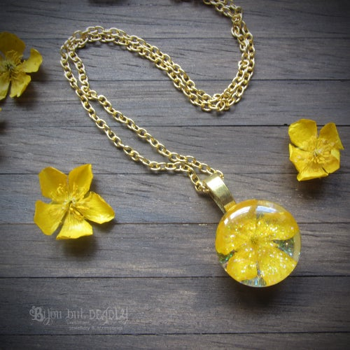 Image of Real Buttercup Round Pendant