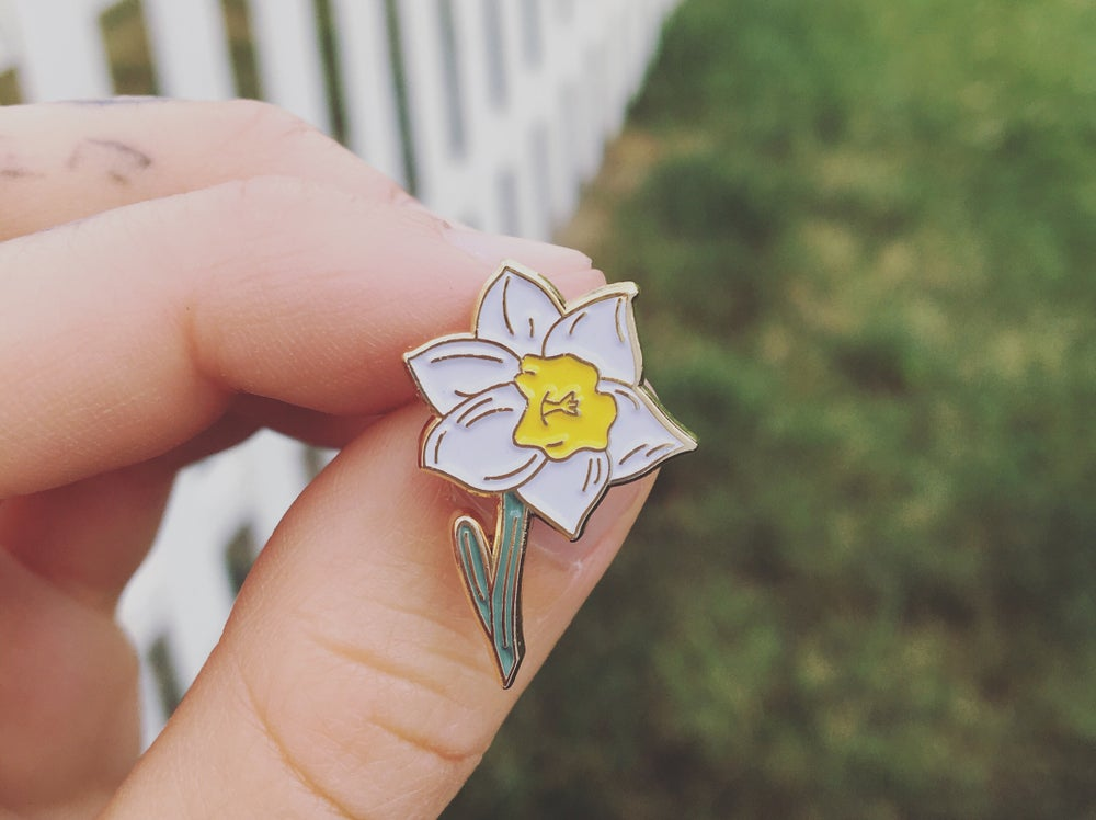 Image of daffodil pin