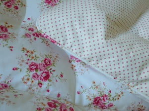 Image of Gorgeous Cottage Roses Single Eiderdown