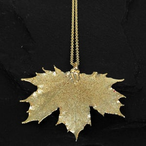 Image of Dipped canadian mapleleaf necklace in gold plated brass