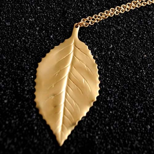 Image of Classic leaf necklace in brass