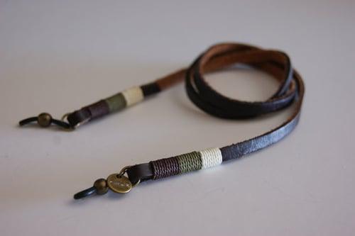 Foto de Cordón cuelga gafas cuero - classy leather Burgos