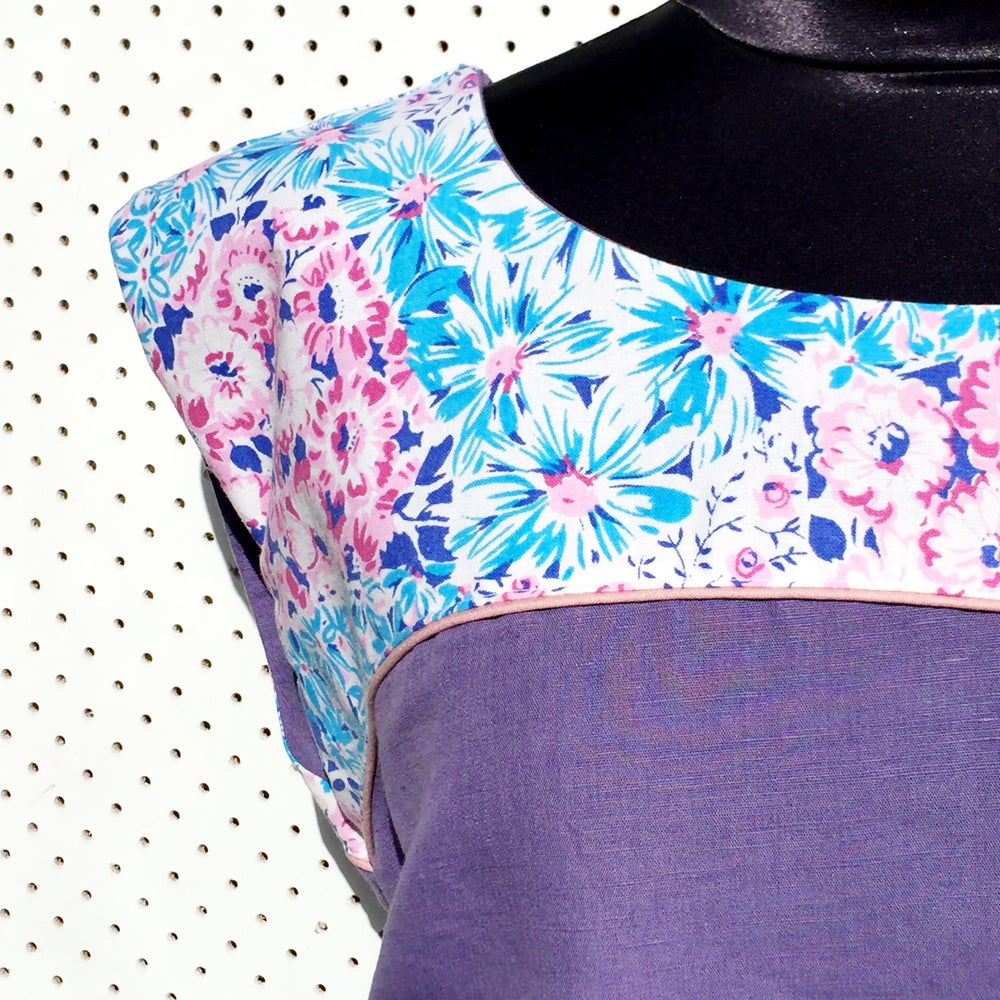 Image of Size medium top - purple floral