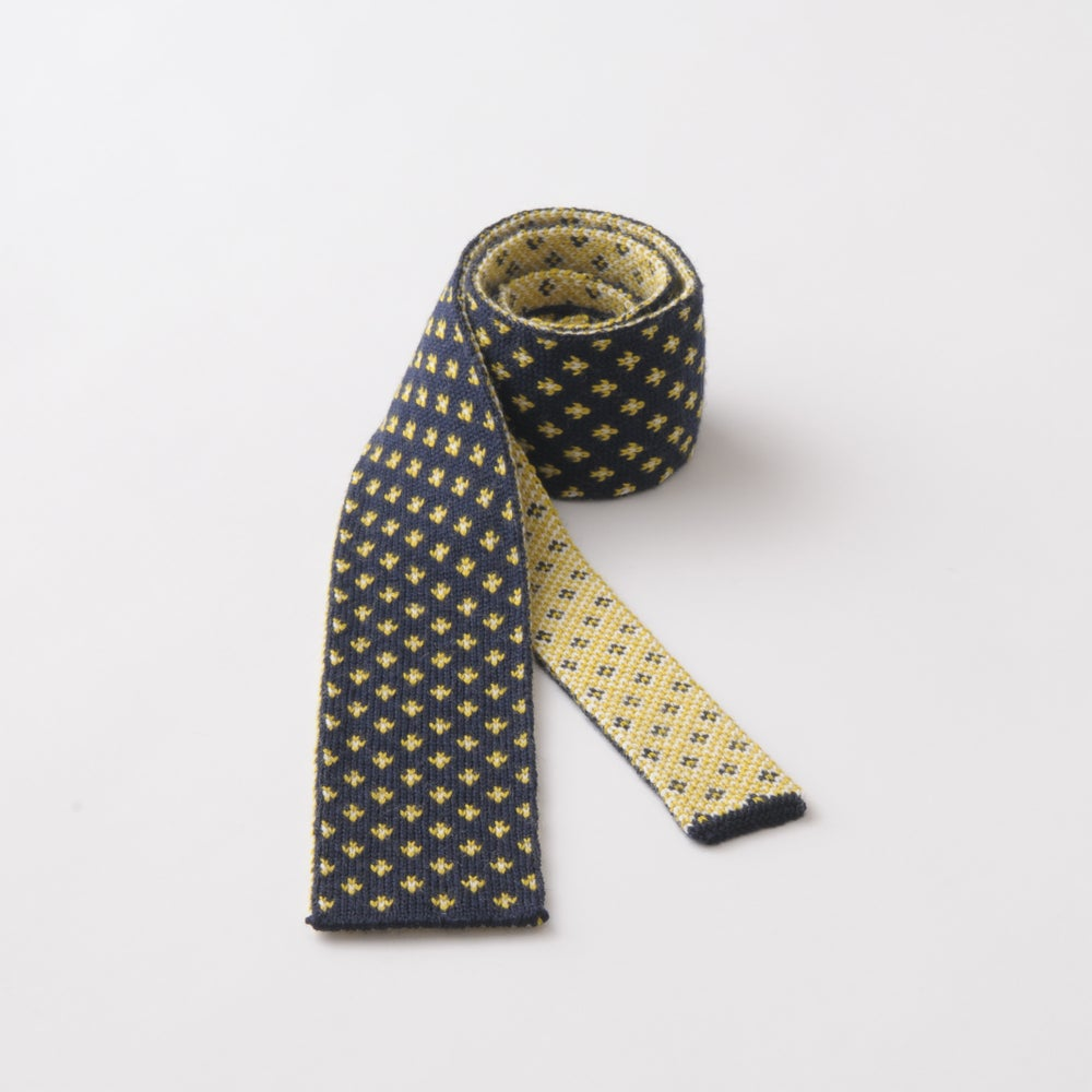 Image of Flee Dots Tie in Navy x Yellow