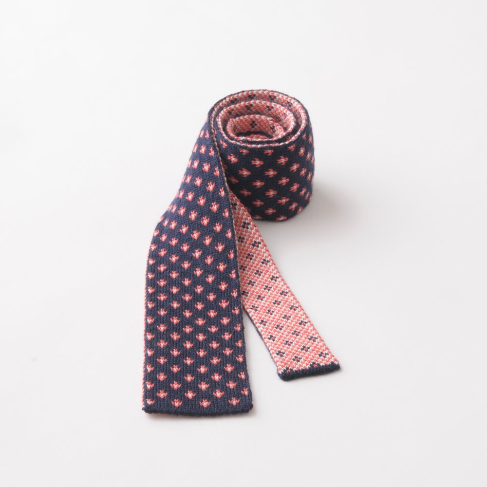 Image of Flee Dots Tie in Navy x Pink