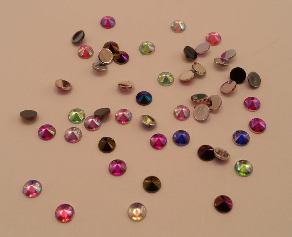 Image of Pointed resin rhinestones (50pcs) 4mm Mixed ab