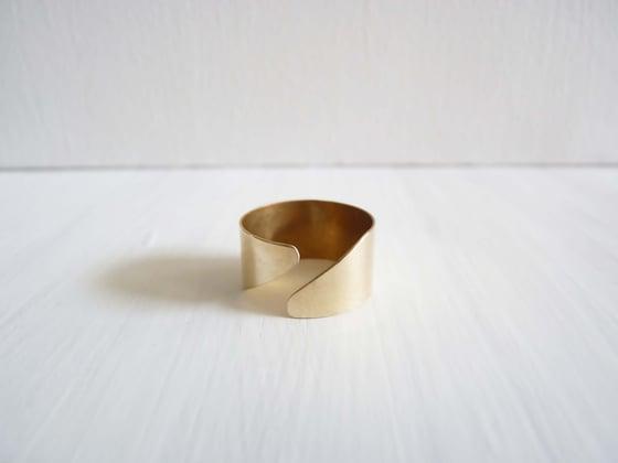 Image of Diagonal ring