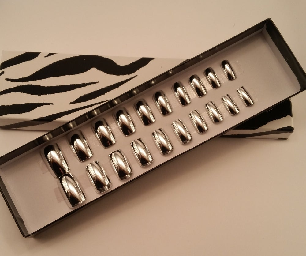 Image of Silver chrome effect square false nails. Deluxe set.