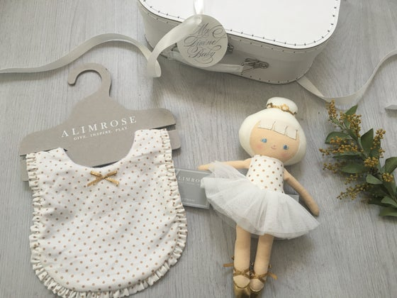 Image of White and Gold tulle Hamper