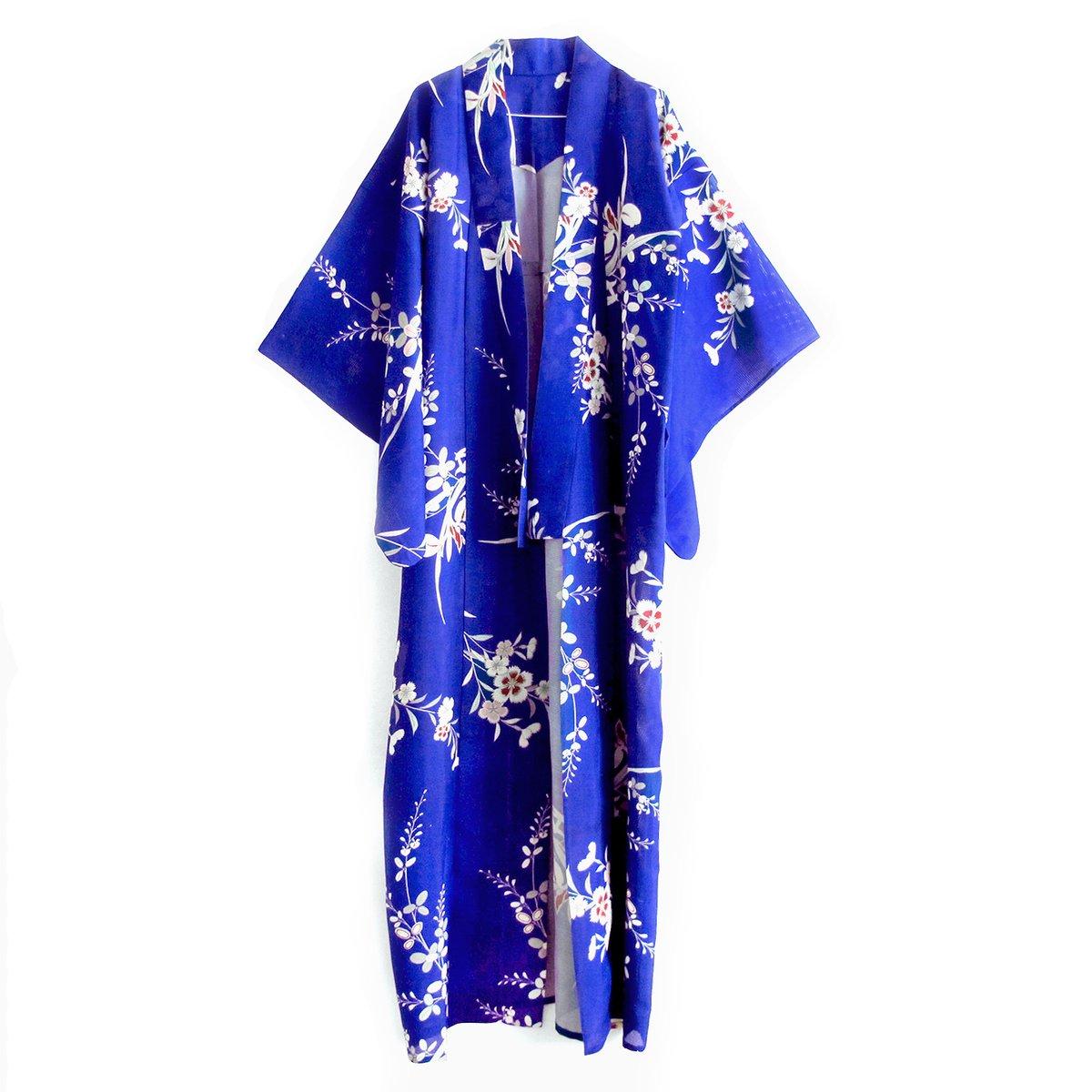 Image of Ultramarine blå silkekimono med asters blomster