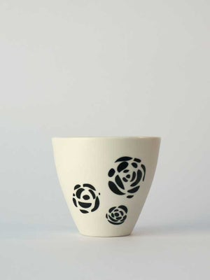 Image of Small cup</br>black roses