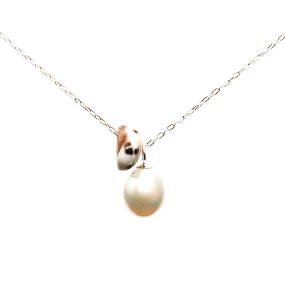 Image of Puka shell necklace cultured freshwater pearl