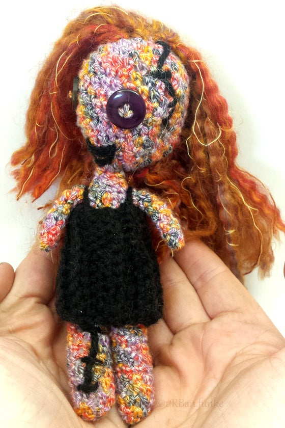 Best Amigurumi Tips and Tricks for Doll Faces - thefriendlyredfox.com | 840x560