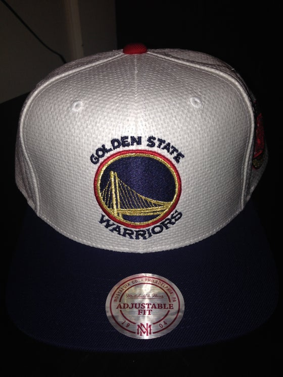"Image of Mitchell and Ness Golden State Warriors Straw SnapBack ""White/Navy/Red/Gold"""