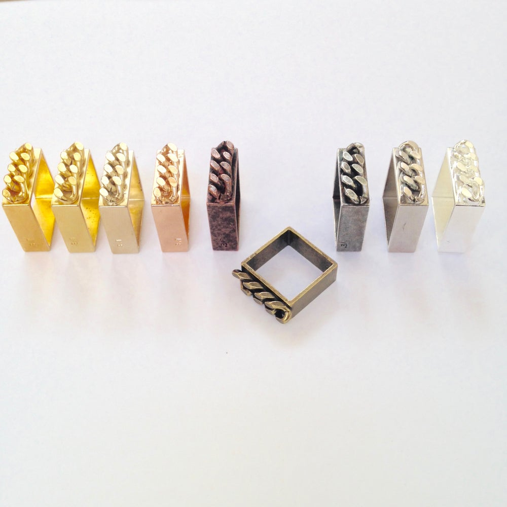 Image of Bague Carrée Chaine Sweet Chain/ Square Ring with Chain Sweet Chain