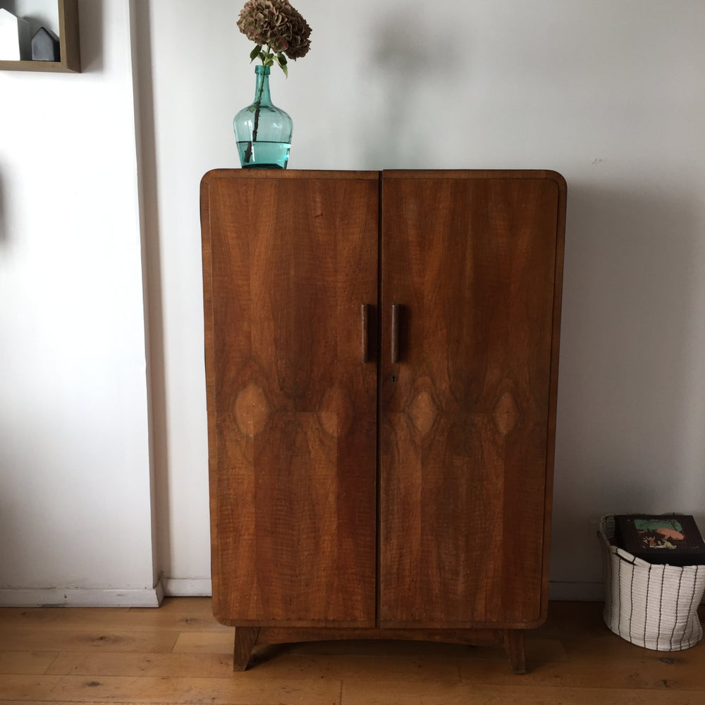 Image of Pénélope, armoire vintage aux pieds compas