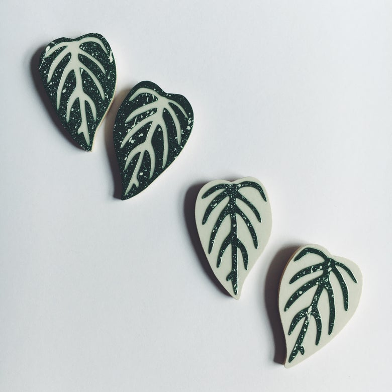 Image of LEAF EARRINGS IN GREY OR GREEN